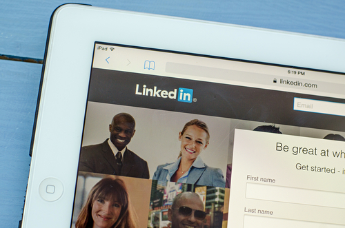 B2B Buyers Are Calling for a Change in How You Socially Sell to Them on LinkedIn