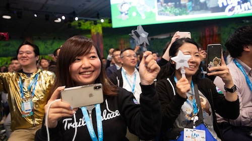Photo of happy Salesforce Dreamforce attendees